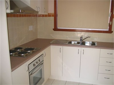 Fully Furnished 2-Bed Apartment in Central Footscray