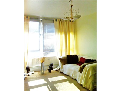 *FEMALES! CLEAN SUNNY, ROOM OVAL -SOUTH LONDON -10 MIN WALK TO STATION