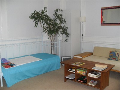 Seconds from the beach and West Pier,en-suite triple studio, Brighton.
