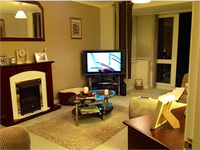 Double room in quiet house in Cardiff suburbs