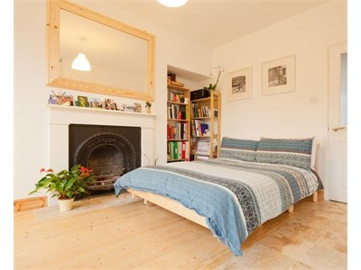 Flat in fashionable canal bank in the heart of the city