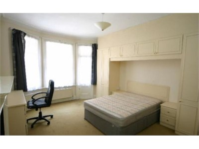 Two room location at the heart of Edinburgh on Holyrood Road