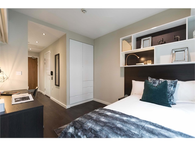 Silver Studio - Chapter Old Street - Couples Allowed (CASH DISCOUNT)